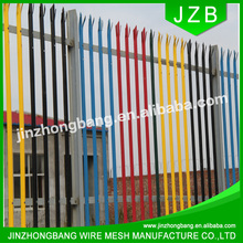temporarypalisade fence panel with white fence post,