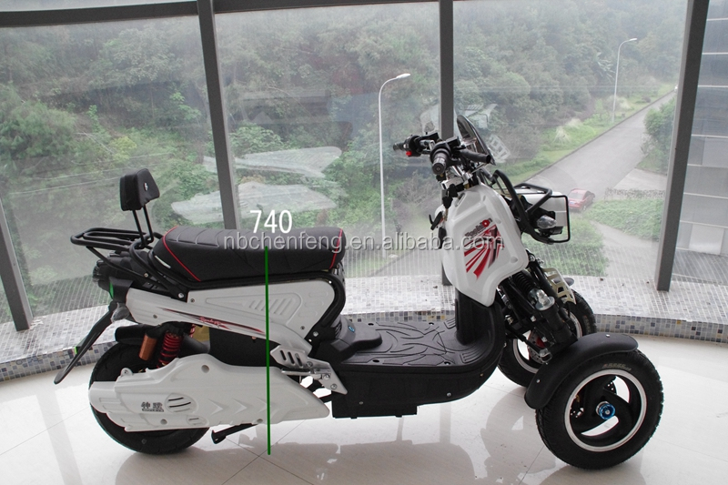 three wheels reverse scooter