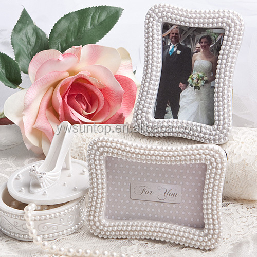 Pretty Pearl Place Card Photo Frame Wedding Favors