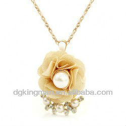 Fashion Jewellery Fabrics Camellia Shape Pearl Necklace Designs