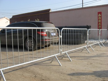 crowd control barrier temporary fencing