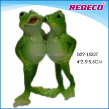 Customized decorative resin frog garden statue with lovers