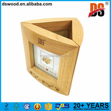 Fashion design wood pen holder with clock