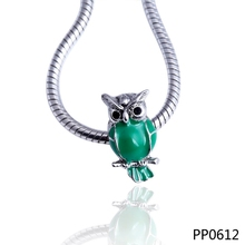 Wholesale custom green enamel animal owl shape silver color plated metal alloy charm beads