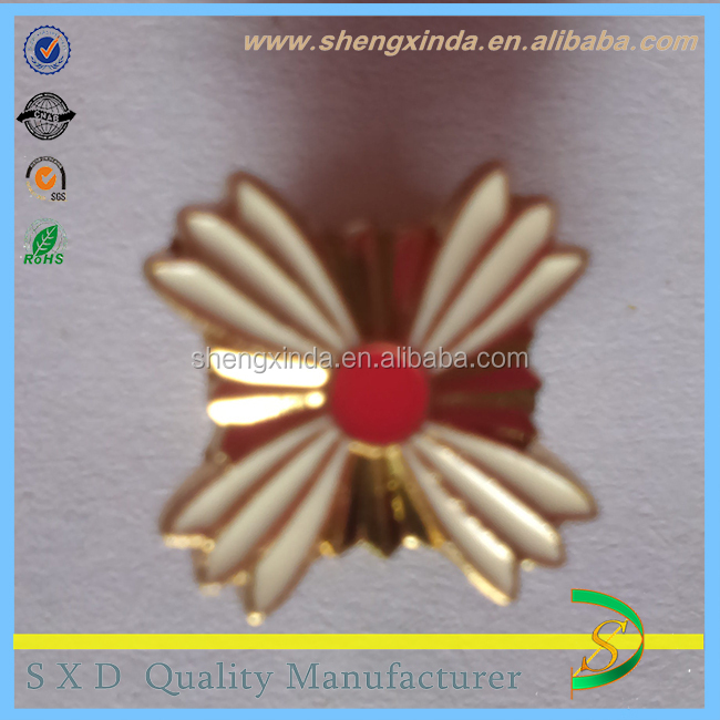 Casting Gold Plated flower Metal insignia pins