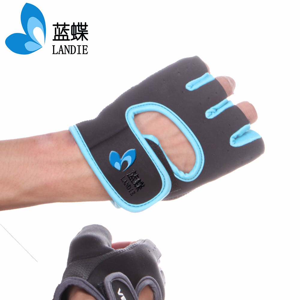 Light climbing gloves