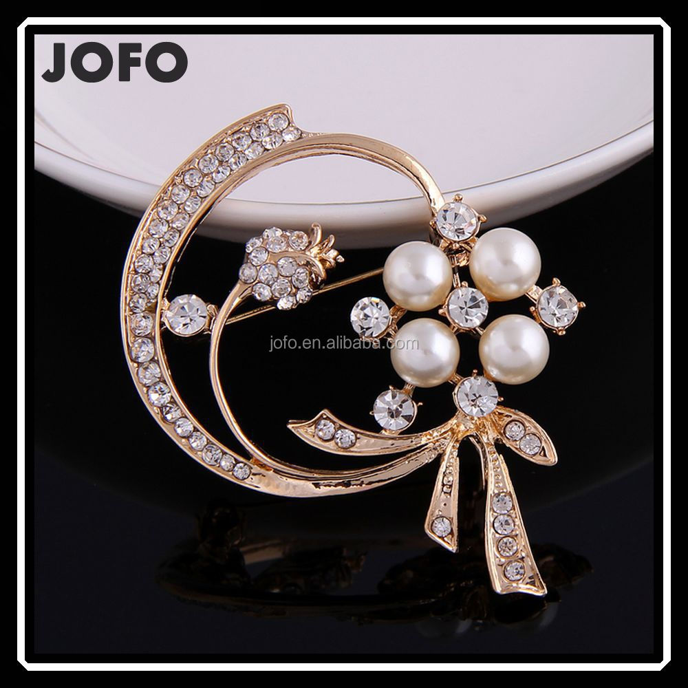 China Yiwu Jewelry Manufacturer Wholesale Wedding Fashion Rhinestone Round Brooch With Pearl DRJ0221