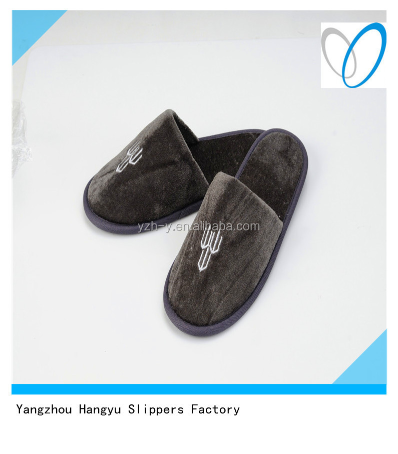 Very Comfortable Warm Disposable Slippers For Recycling