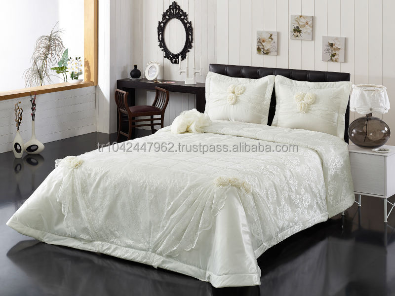 MADISON WALLS BEDSPREAD