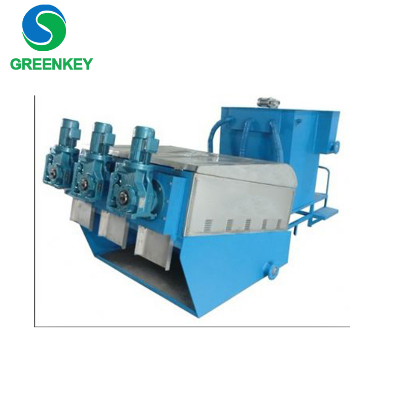 Sludge thickening and dewatering multi-plate screw press self-cleaning