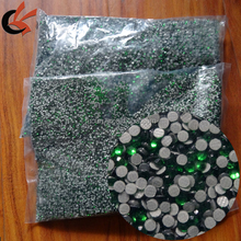 China Wholesale SS6 SS8 SS10 SS12 SS16 Strong Glue Korean Green Hot Fix Rhinestones for Christmas dress decoration
