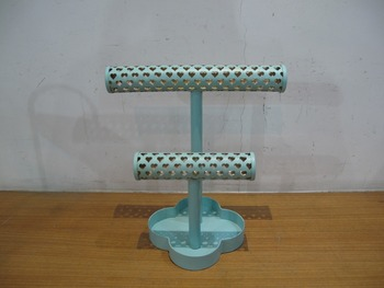 2 Tier Heart Pattern Bangle Bar with Quatrefoil Base Jewelry Holder