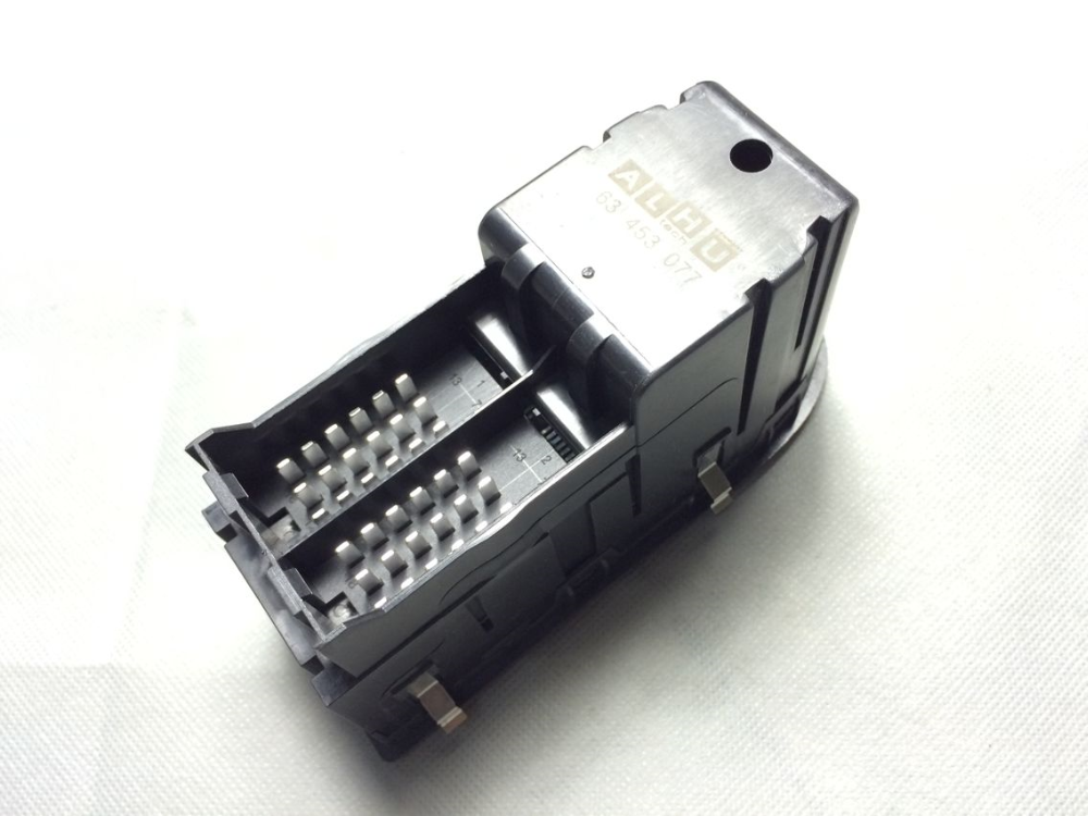 OEM 81 258067098 power window main switch for MAN TGA.png