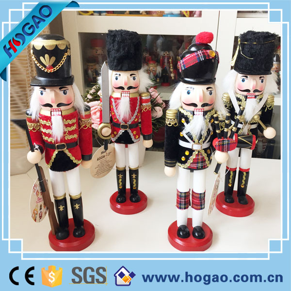 Resin OEM christmas nutcracker soldier for Xmas ornaments