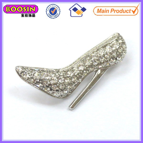 Elegant wedding crystal rhinestones high heel shoe brooch pin in White