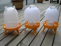2016 new Indoor & Outdoor plastic chicken duck drinkers feeder with leg in veterinary instrument on sale in this month