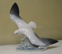 small brave flying seagull sculpture for teacher souvenir
