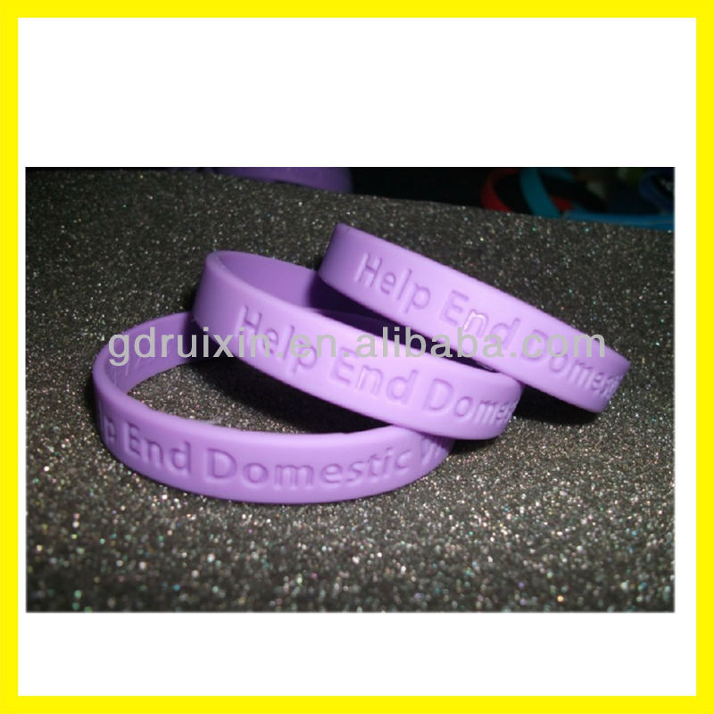 alibaba europe custome debossed silicone bracelet/wristband