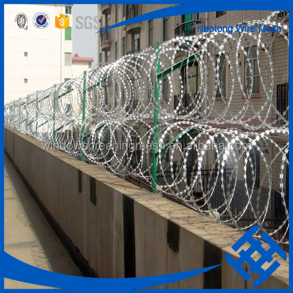 lrazor barbed wire competitive price(profeesional manufacture)