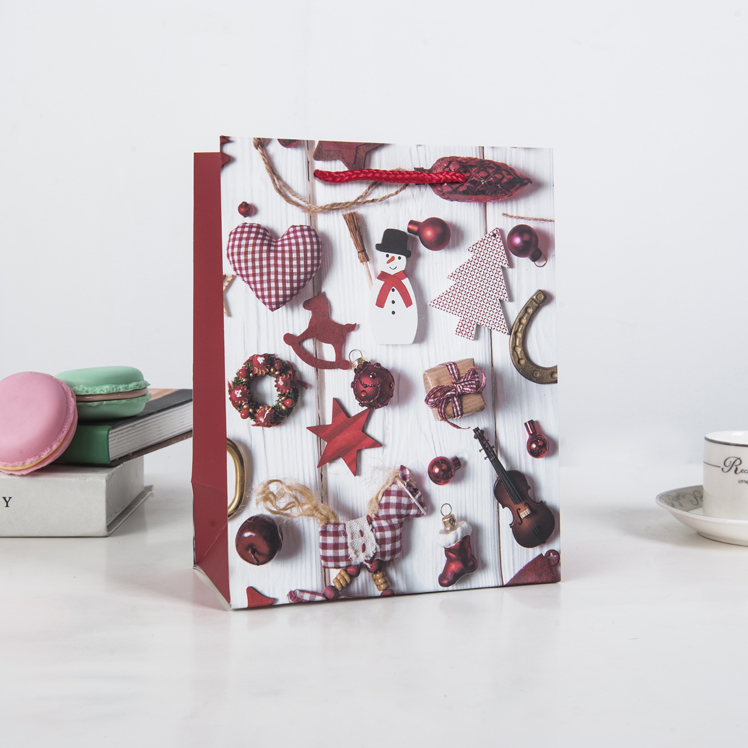 High-end packaging paper christmas gift bags with handle