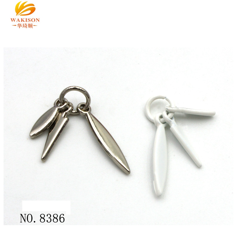 Personalized designs metal keychain keyring sword pendant in Guangzhou