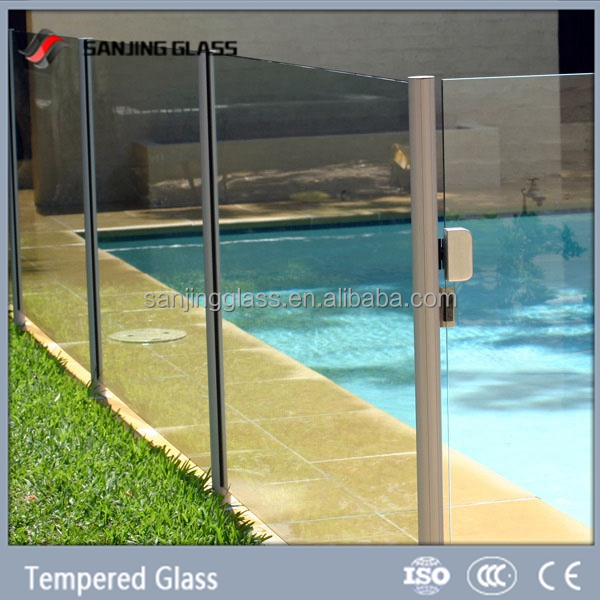 Tempered glass wall for swimming pool
