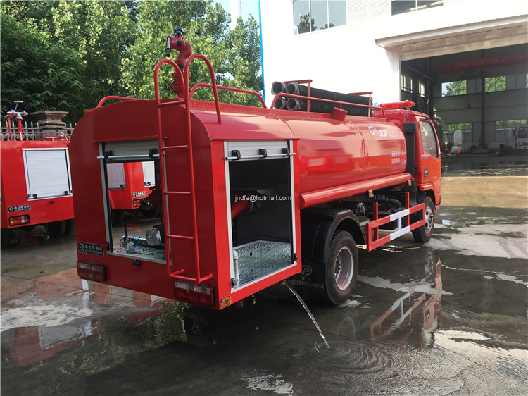 Long range 3000L to 4000L water capacity Village Fire Engine