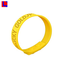 custom with high quality colored silicone rubber gps children bracelet