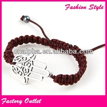 Popular Fascinating And Beautiful Women Hand Bracelet