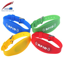 Reusable Waterproof Programmable Children Tracking 13.56MHz NFC RFID Silicone Wristband Price