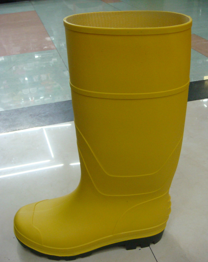 yellow pvc rain boot for worker