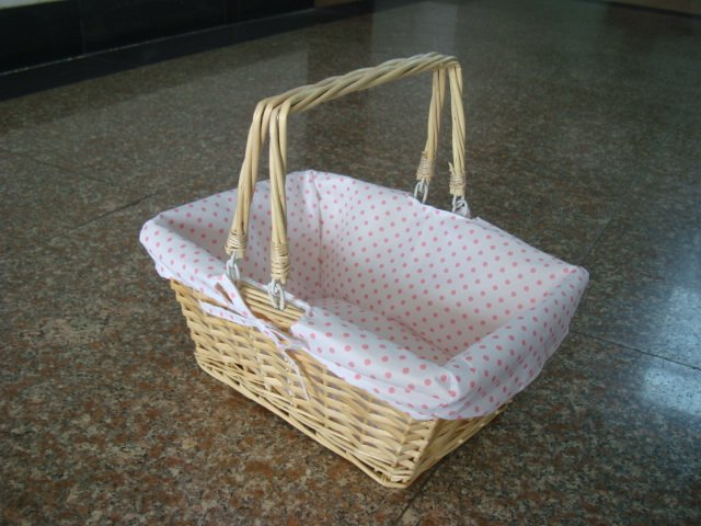 2016 Wholesale Cheap handmade woven Rectanglar wicker gift basket with hanlde and liner storage organizer