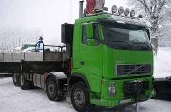 VOLVO TRUCK WITH CRANE FH440 YR: 2006