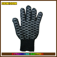 Resistant high temperature silicone rubber gloves