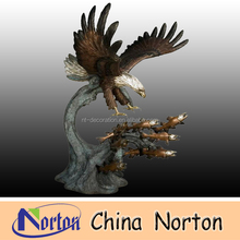 Outdoor Brass Eagle eating fish sculptures NTBH-D056