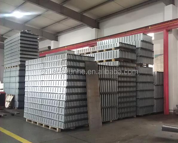 Aluminum cable tray ladder