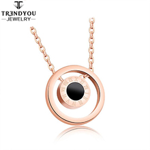 2018 New Arrivals Roman Double-Sided Black And White Shell Rose Gold Stainless Steel Pendant Necklace