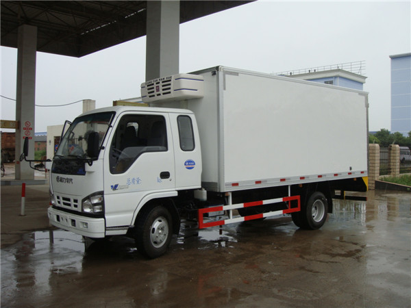 hot sale Euro4 120hp 3 ton 4x2 refrigerator cooling van for sale