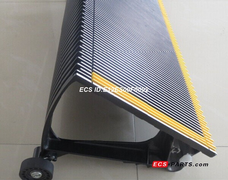 Replacement escalator step for kone 1000mm BLK with 3 side yellow platics demarcation with roller