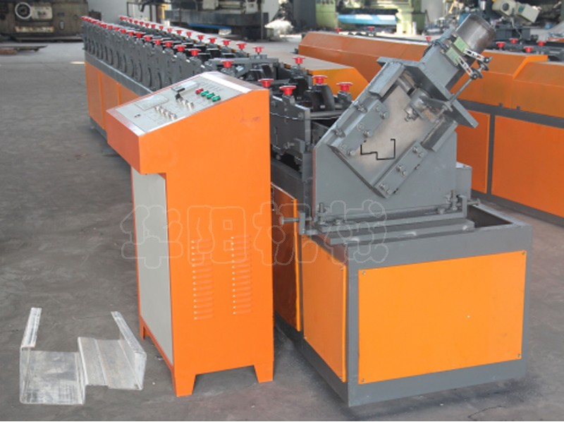Russian market 2016 galvanized steel door frame making machines