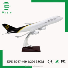 Plastic Building Kit Boeing B747 UPS Airplanes Model for Gift with Display Base