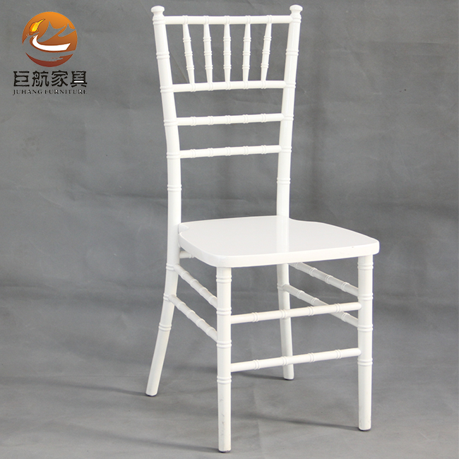 Wood chiavari chair for wedding party