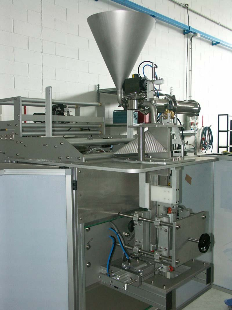 Dynamic 4 Ls Smc Packaging Machine For Condensed Milk