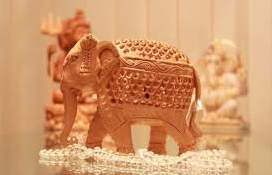 Indian hand carved wooden elephants carving home decor souvenir