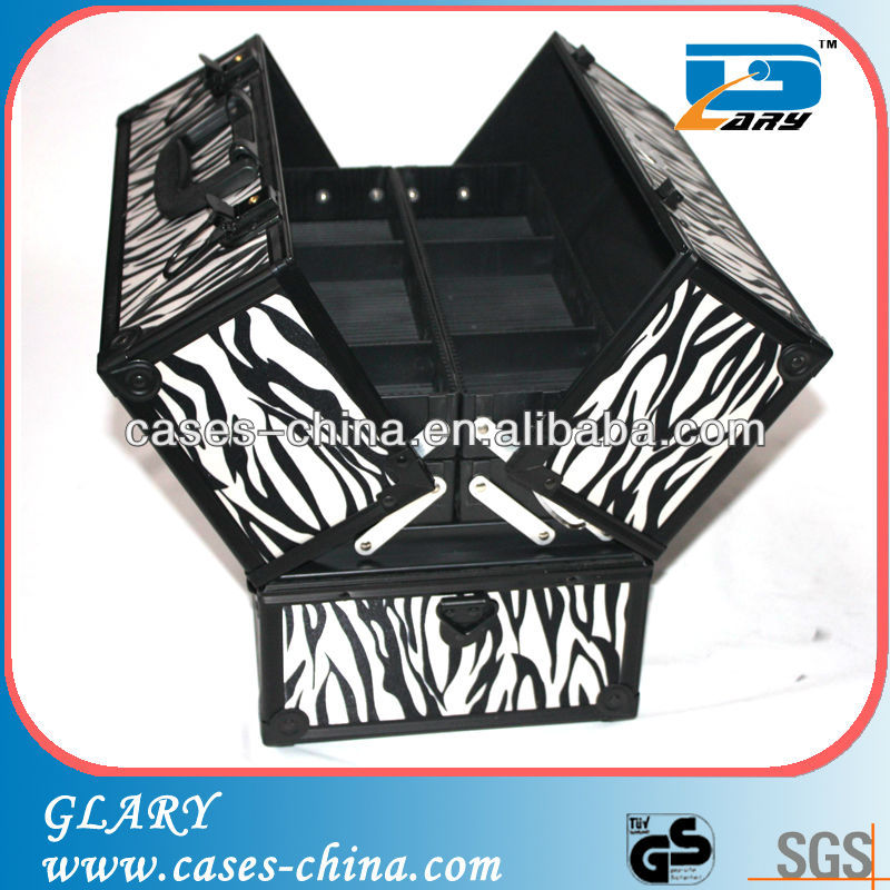 Aluminum and PVC cosmetic train cases and boxes