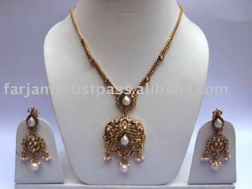 INDIAN GOLD PLATED PENDANT JEWELRY