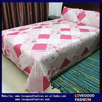 Patchwork Polyester Bedding Comforter Sets With Pink and White Floral Printings
