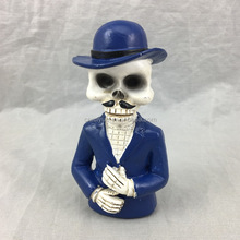 2017 China factory price 3D resin skull skeleton figurine for Halloween gifts