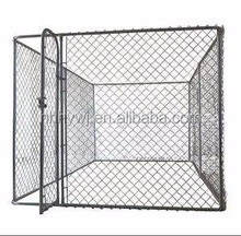 Classic outdoor chain link mesh dog enclosure