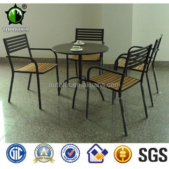 Outdoor metal garden table and chair
